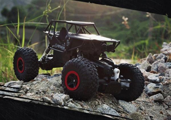 Strong Crawler 4x4 s kovovými díly - černý